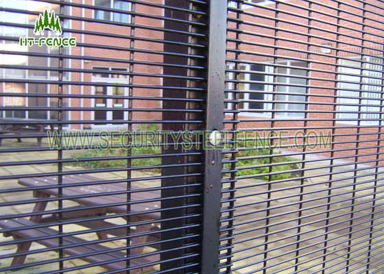 China Easy Installation Metal Security Fence Panels With Low Carbon Steel Material supplier