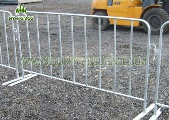 China 1.1m × 2.0m Iron Crowd Control Gates / Crowd Barrier Fencing For Road Pedestrian supplier