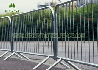 China Safety Removable Road Crowd Control Barricades With Low Carbon Steel Material supplier