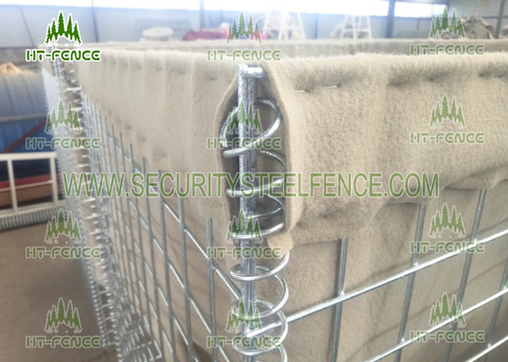 China Hesco Barrier Mil 3 Welded Gabion Box 80 × 80mm Hole For Military Perimeter Security supplier