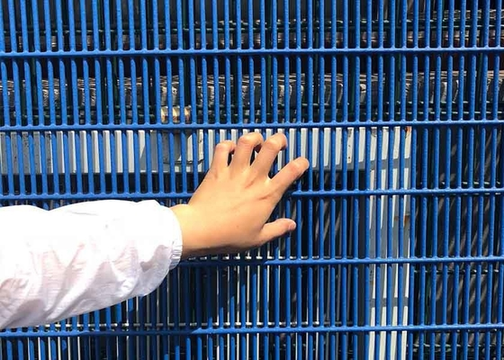 China Powder Coated Fence Panels , Welded Wire Mesh Fence 1.73*2.5mm supplier