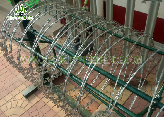 China Steel Security Barbed Wire , Razor Blade Wire Dia 700mm Green Color supplier