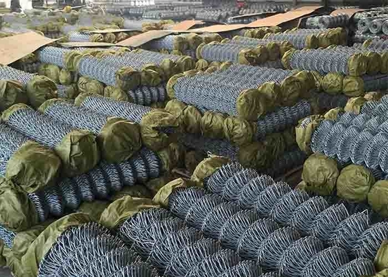 China Hot Dipped Galvanized Steel Chain Link Fence For Railway Woven Diamond Pattern supplier