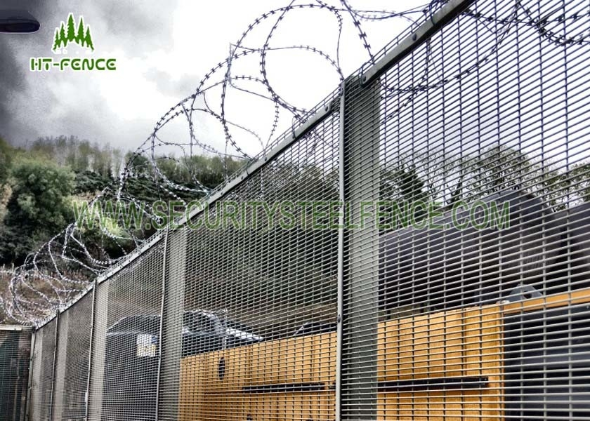Fireproof Welded Mesh Security Fencing / Security Metal Wire Fence ...
