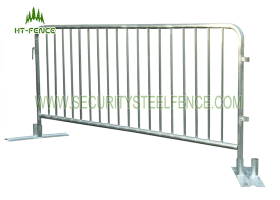 Galvanized Metal Portable Crowd Control Barriers Anti Rust With φ32mm Frame