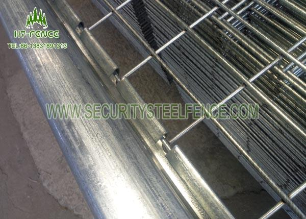 3D Curved Welded Wire Mesh Fencing With 60 × 60mm Square Post Metal Clips Fixed